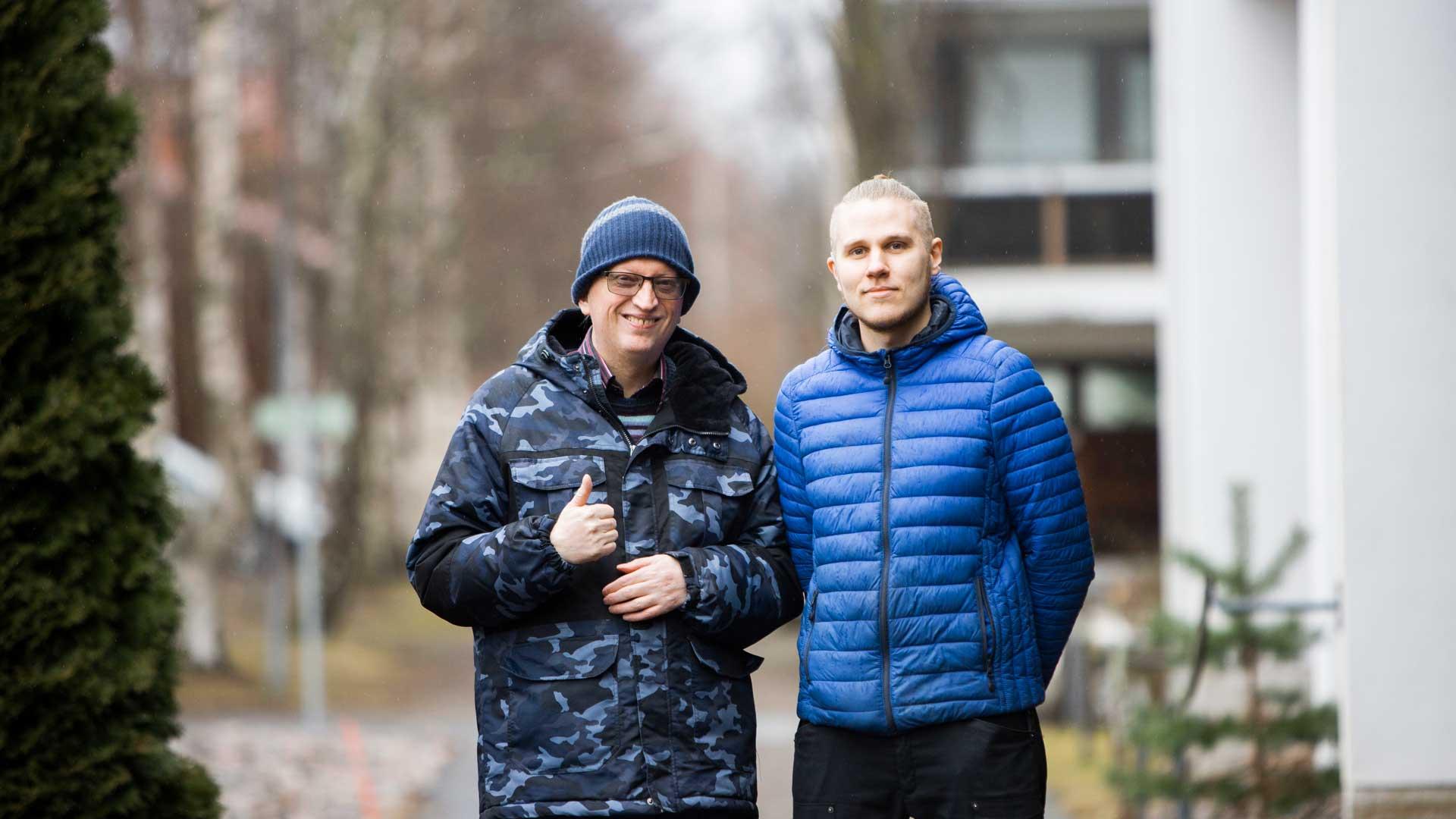 Petri Lukin ulkoilee Hämeenlinnen palvelutalossa